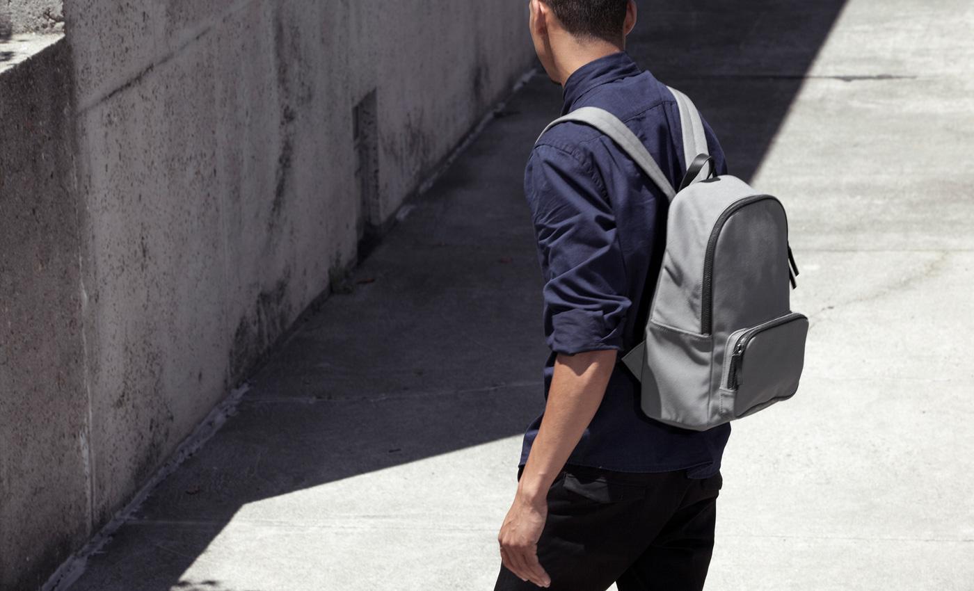 men's modern zip backpack  mini  everlane -