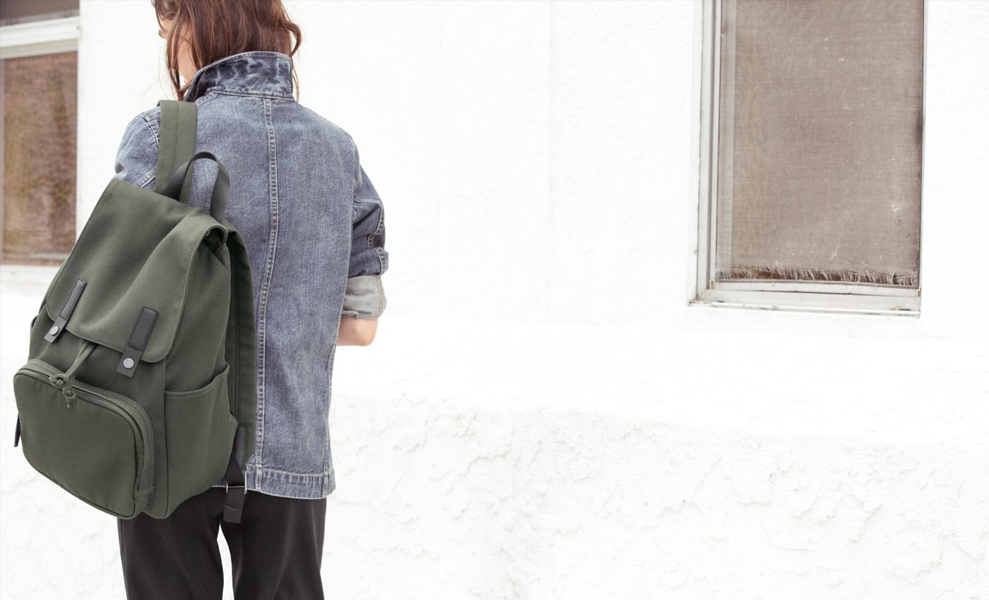 women's modern snap backpack  everlane - amazing bag